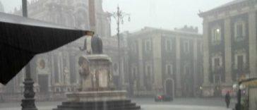 catania-piazza-duomo-allagata