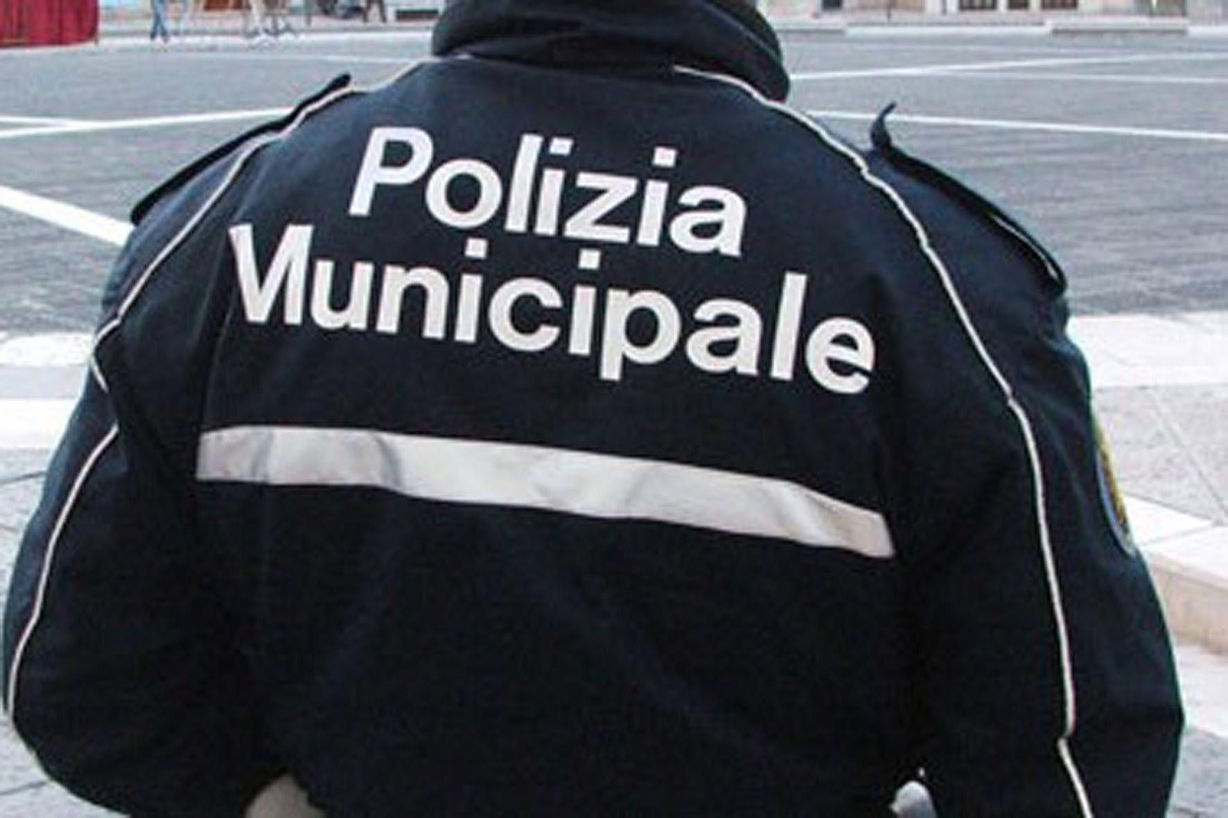 Milano, vigile uccide il comadante e sui suicida