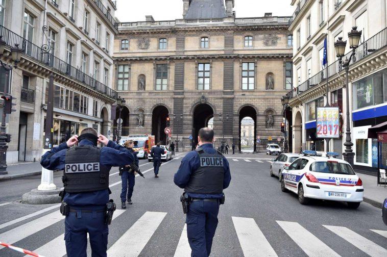Parigi militare aggredito al louvre for Parigi a febbraio