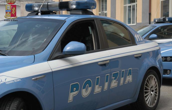 Napoli, sparatoria in pieno giorno a Barra: quattro feriti per lite condominiale