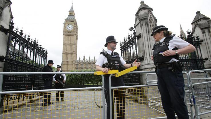 Londra sparatoria oggi al parlamento 12 feriti for Oggi in parlamento