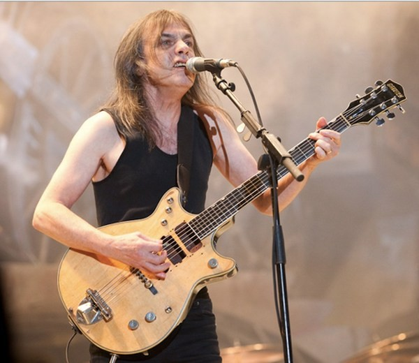 AC/DC, morto il chitarrista Malcolm Young