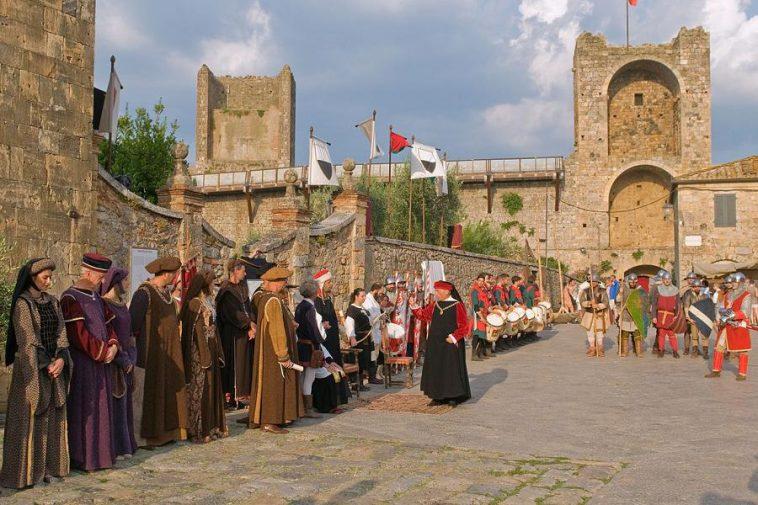 Milanoguida Calendario.Monteriggioni Di Torri Si Corona Festival Eventi E Calendario