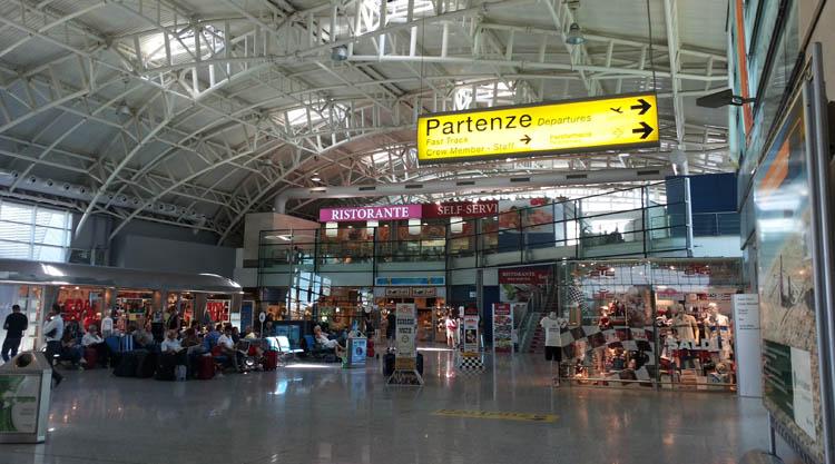 Come arrivare all'Aeroporto di Cagliari Elmas in Bus e Treno